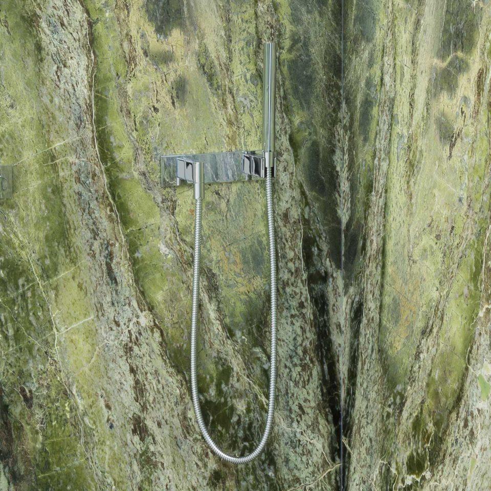 Grüner Marmor in der Dusche
