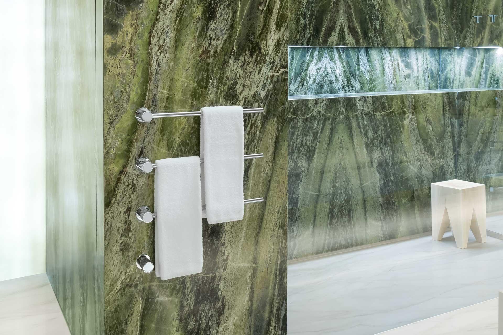 Naturstein Dusche in grün