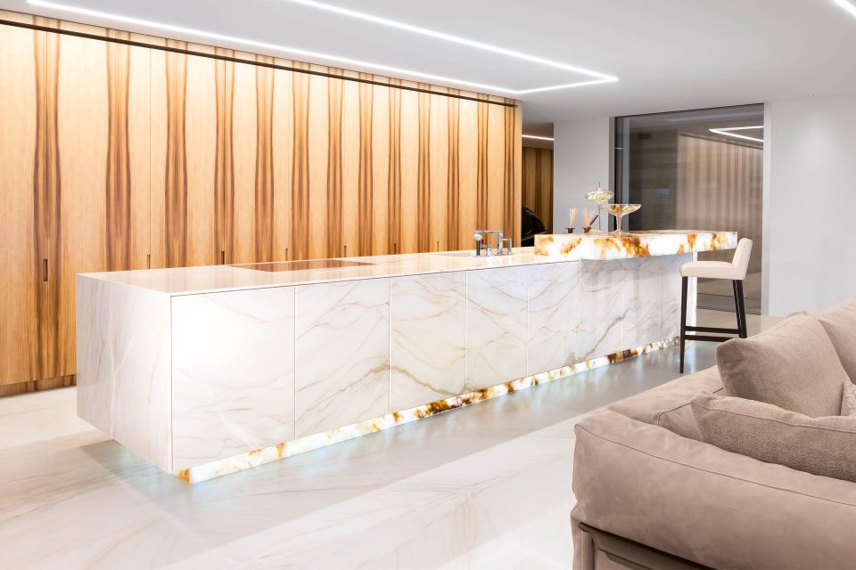Naturstein Marmor Kücheninsel weiß gold