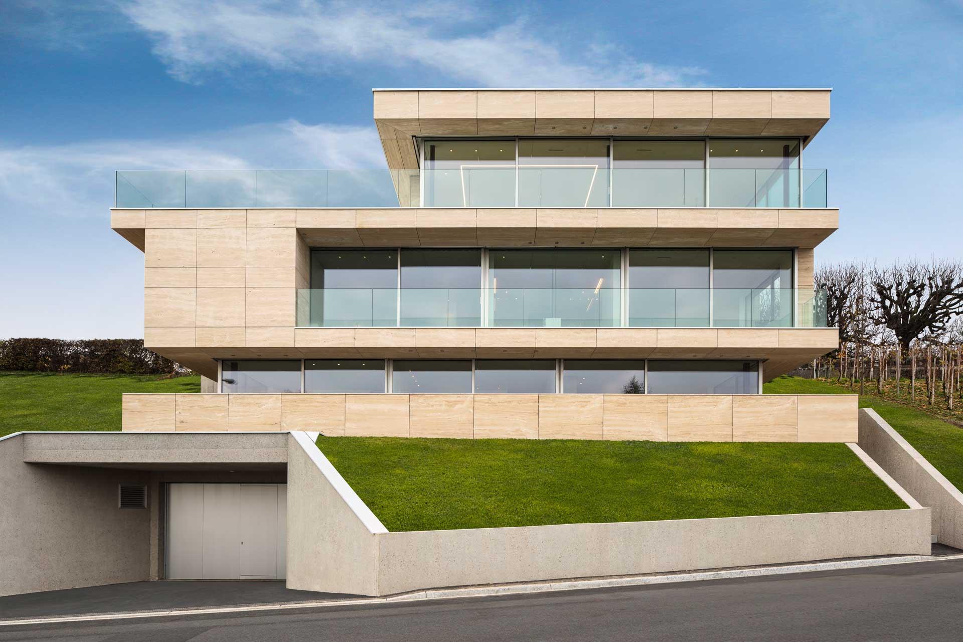 Villa Naturstein Fassade