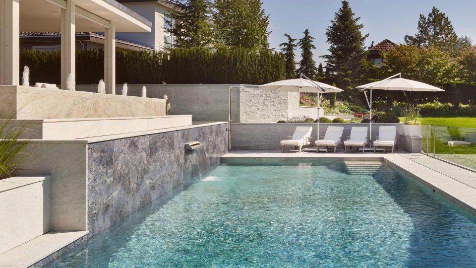 Naturstein Terasse am Pool