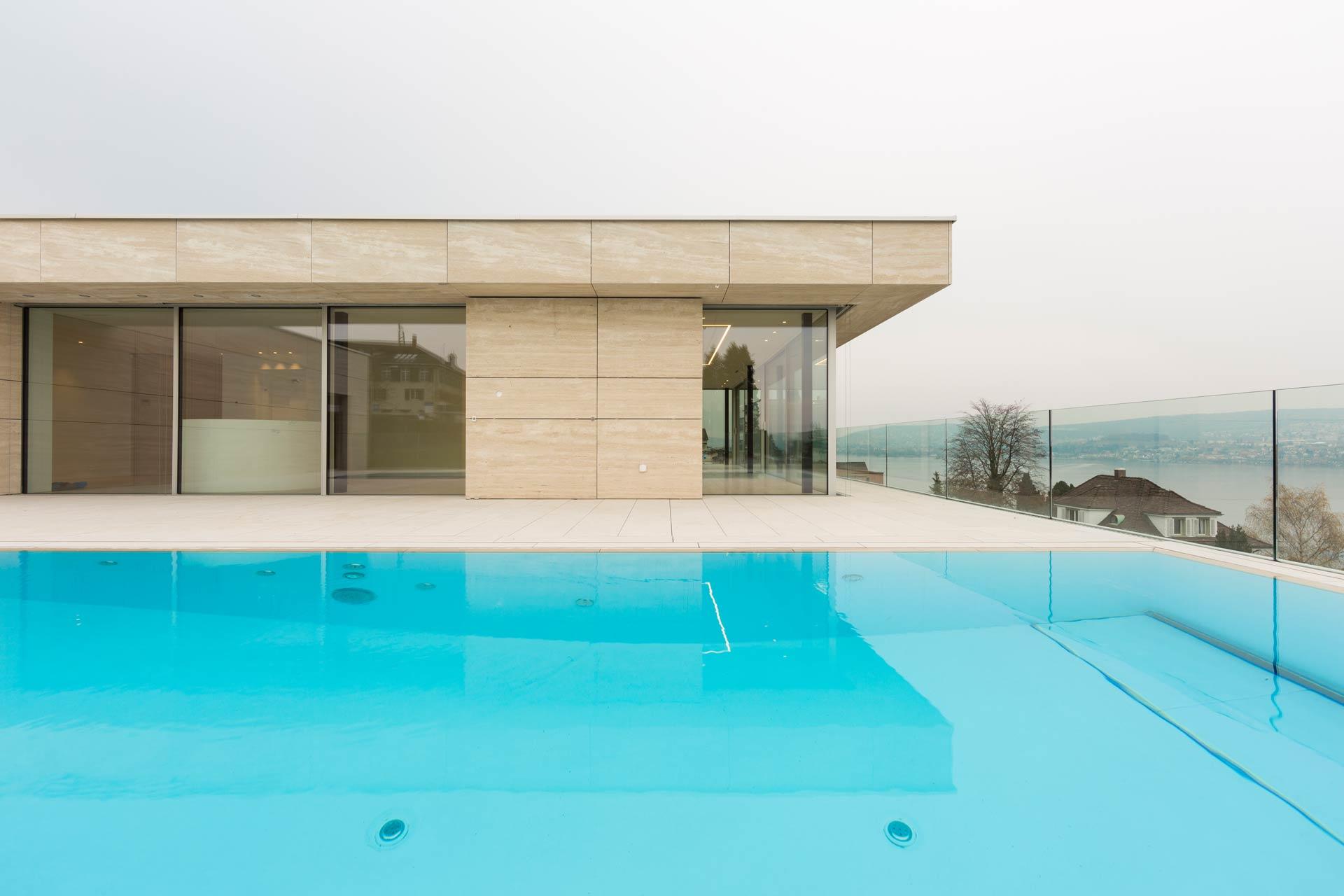 Pool Terasse aus Naturstein