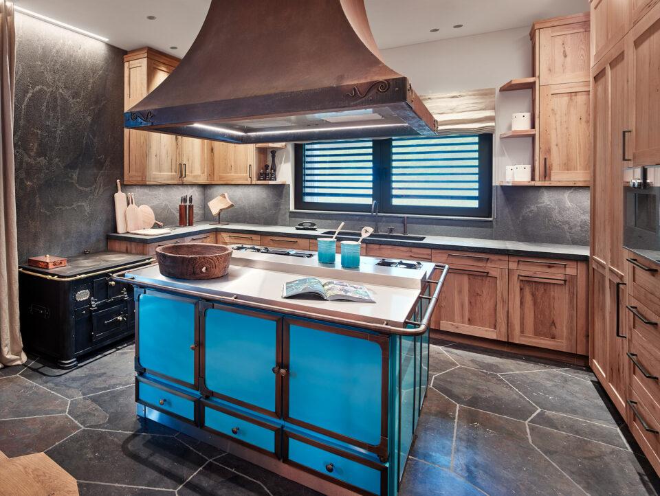Landhaus Küche mit Küchenabdeckung aus Stein